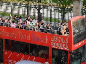 seighseeing bus på rue de rivoli i paris. foto: elisabeth sjöberg strand.